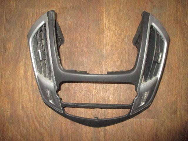 Накладка передней панели центральная Chevrolet Cruze 2009-
