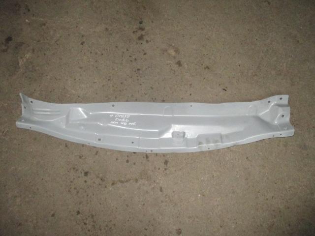 Панель под лобовое стекло Nissan Juke 2011-